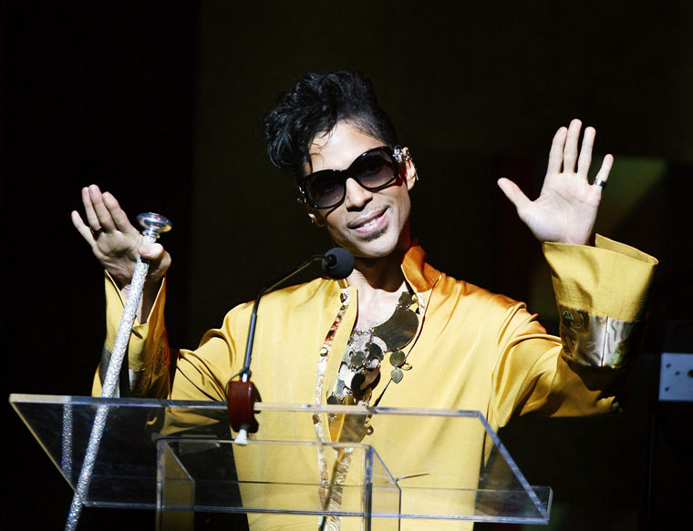 Musician Prince gestures on stage during the Apollo Theatre's 75th anniversary gala in New York, June 8, 2009. — PHOTO: REUTERS/Lucas Jackson/Files