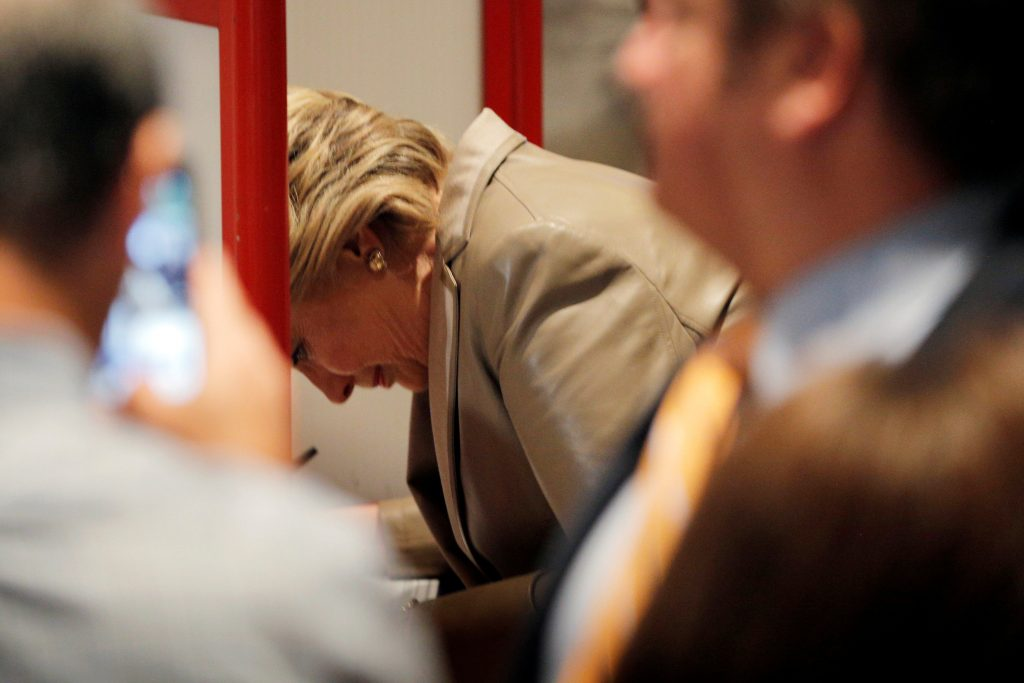 U.S. Democratic presidential nominee Hillary Clinton fills out her ballot at the Douglas Grafflin Elementary School in Chappaqua, New York, U.S. November 8, 2016. REUTERS/Brian Snyder
